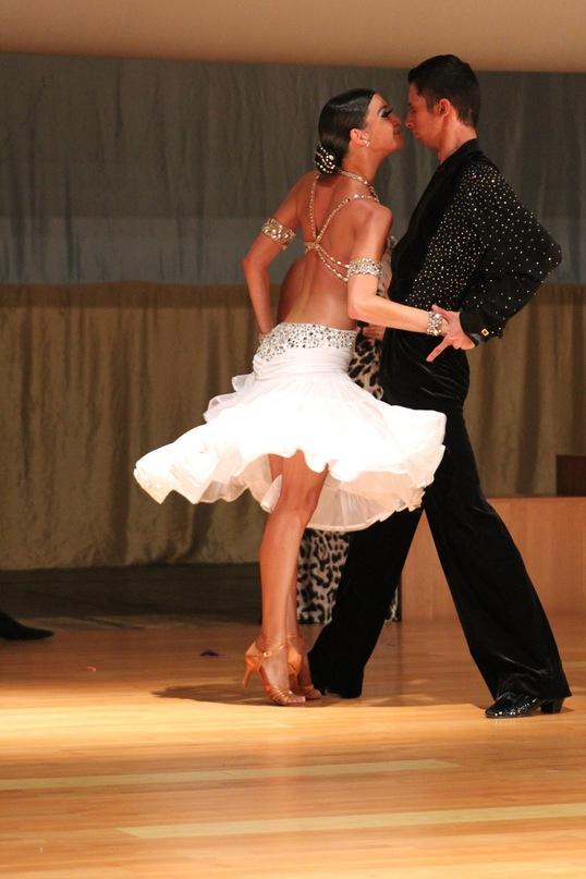 Прически для спортивных бальных танцев не в стандарте
